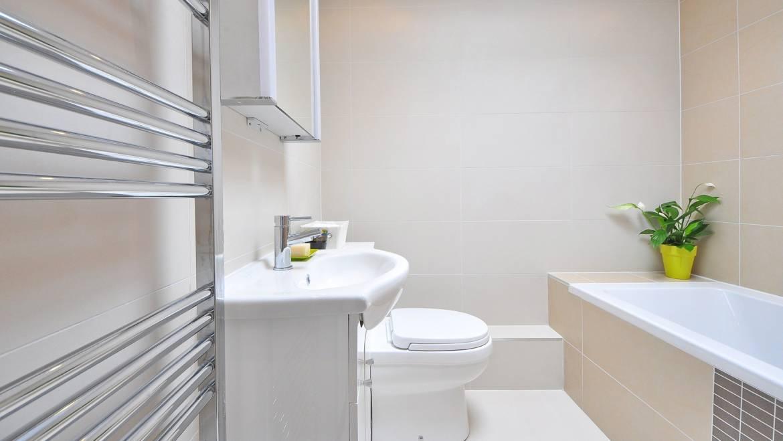 Oszczędny grzejnik elektryczny do łazienki – na co zwrócić uwagę podczas zakupu?